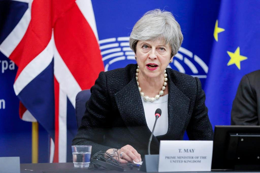 La primera ministra británica, Theresa May, en una conferencia de prensa con el presidente de la Comisión Europea, Jean-Claude Juncker.
